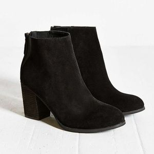 Urban Outfitters • Black suede booties